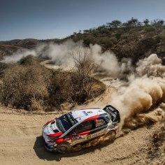 Möödunud nädalavahetusel Korsika MM-rallil teiseks tulnud Ott Tänak ja Martin Järveoja on pärast paari päevast puhkust taas Toyota roolis. Eesti rallipaar viibi hetkel Sardiinias, et testida autot Argentina ja Sardiinia rallideks.
