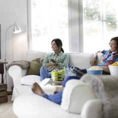 Üks korralik teler on osa paljude kodusest mõnusast äraolemisest ning iseäranis oluline kaaslane lastele ja noortele eesootaval koolivaheajal. Siiski ei pruugi kogu sisu, mida teleri kaudu vaadata on võimalik, olla sobilik lastele.Seadista lapselukud