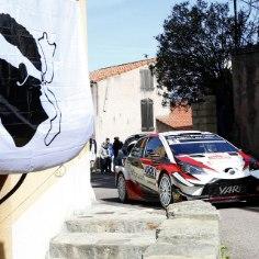 WRC laadis äsja oma Youtube'i kanalile Ott Tänaku ja Martin Järveoja Toyota pardakaamera video Korsika ralli 7. kiiruskatselt, mille Eesti ekipaaž võitis. Istugem virtuaalselt eestlaste Yarisesse ja nautigem sõitu!