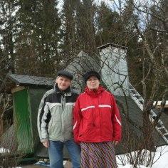 Tallinna lähistel Haabneemes kõrgub ühe eramu koduõuel kolmnurkne majake. See on tervendaja Reinu energia- ja ravipüramiid. Rein ja tema abikaasa Reet on elav tõestus väitele, et parim ravi maailmas on armastus.