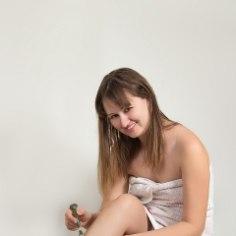 Suvi pole kaugel ja kõik soovivad siledaid sääri. Kuidas on õige raseerida või kas võiks valida hoopiski raseerija asemel vahaplaastreid? Anname sulle vastused!