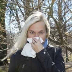 Tõlkija ja kahe lapse ema Maarja Reimand kevadet ei armasta. Kui teised ootavad pikisilmi lume sulamist ja pungade puhkemist, valmistub Maarja kõige raskemaks ajaks – allergiahooajaks.
