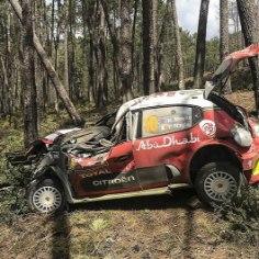 Möödunud nädalavahetusel peetud Portugali ralli pakkus palju katkestamisi ning väljasõite. Kõige hullema avarii tegi Citroeni piloot Kris Meeke.