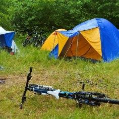 Suvel läheb telki vaja nii looduses pikemalt matkates kui ka mõnel festivalil ööbides. Jagame sulle väärt nippe, kuidas sinu telk eriti kaua vastu peaks.