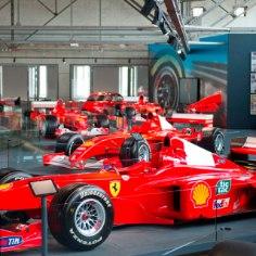 Peavigastusest taastuvast vormelilegendist Michael Schumacherist pole fännid aastaid ametlikku infot kuulnud, kuid nüüd avati poolehoidjate rõõmuks näitus, kus saab tutvuda sakslase karjääri iseloomustava väljapanekuga.