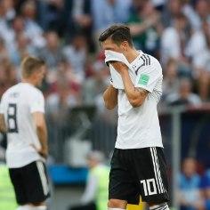 Saksamaa alustas MMi 0:1 kaotusega Mehhiko vastu ja suurimaks patuoinaks tembeldatakse keskväljamootor Mesut Özil.