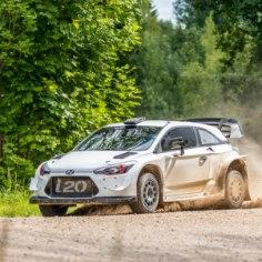 Sel nädalal teeb MM-sarjas osalev Hyundai rallimeeskond Lõuna-Eesti teedel tõsist tööd, testides i20 autot. Vaata pilte Hyundai testilt!
