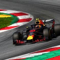 Vormel 1 sarja hooaja üheksanda etapi Austrias võitis Red Bulli piloot Max Verstappen. Karjääri neljanda etapivõidu võtnud hollandlane edestas Ferrari duot Kimi Räikkönen ja Sebastian Vettel.