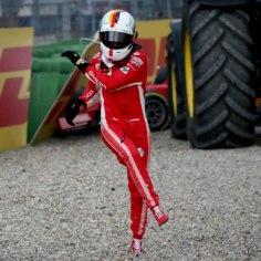 Ferrari – Itaalia au ja uhkus. Ometi ollakse olukorras, kus üles kasvab noorte vormelifännide põlvkond, kes pole kümme aastat näinud ühtegi Ferrari triumfi. Nende mälus puudub pilt, mis tekitaks tunde, et punane auto on maailma parim.