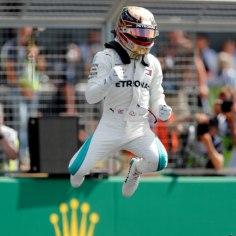 Inglismaal Silverstone'i ringrajal sõidetud vormel-1 MM-sarja etapi kvalifikatsiooni võitis Lewis Hamilton (Mercedes), kes alustab homset võidusõitu parimalt stardikohalt.