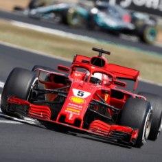 Vormel-1 sari jõudis Suurbritanniasse Silverstone'i ringrajale. Koduvõistlustel alustas parimalt stardikohalt Lewis Hamilton (Mercedes), kes pidi lõpuks tunnistama kibeda konkurendi Sebastian Vetteli paremust. Kolmanda koha noppis Kimi Räikkönen. Loe otseblogist põneva võistluse keerdkäike!