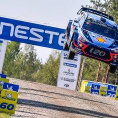 Autoralli MM-sarjas Hyundaid rooliv Thierry Neuville lõpetas Ott Tänakule triumfi toonud Soome ralli üheksandal positsioonil. Tema praegune suurim konkurent üldarvestuses, viiekordne maailmameister Sebastien Ogier platseerus viiendaks.