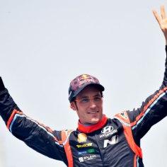Autoralli MM-sarja üldliider Thierry Neuville sõlmib oma praeguse meeskonna Hyundaiga uue lepingu. Küsimus on ainult detailides, kirjutas väljaanne Autosport.
