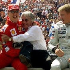 Vormel-1 hooaja lõpp tuleb jõudsalt lähemale ja tundub, et Ferrari kümneaastane tiitlipõud jätkub. Mika Häkkineni arvates vajaks Itaalia tiimi esisõitja Sebastian Vettel praegu Michael Schumacheri abi.