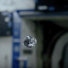 NASA VIDEO | Vaata, mis juhtub, kui lisada kosmoses hõljuvale veele värvi