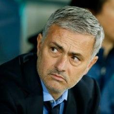 VIDEO | Mourinho asus Iisraelis isiklikult auklikku väljakut parandama