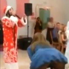 PEPU URVAKIL: joobes näitsik kukkus pulmas trikitama
