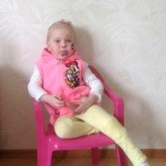 LASTEFOND: aidakem kaheaastane Cassandra ravireisile Inglismaale!