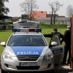Poolas rünnati pärast vutifänni tapmist politseijaoskonda, 30 meest peeti kinni