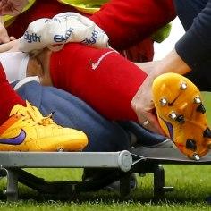 VIDEO | Bundesliga jalgpalluri võigas vigastus, kus mehe põlv lendas tagurpidi