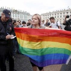 FOTOD | Peterburi politsei ajas laiali homoaktivistide meeleavalduse