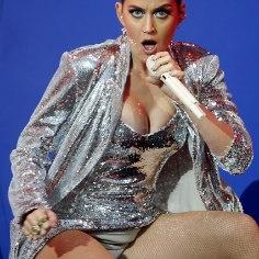 Katy Perry välgutas kontserdil hargivahet