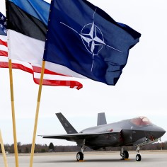 32 protsenti Eesti muulastest peab NATO-t okupatsiooniväeks