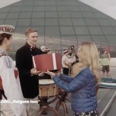 VIDEO | Lätlased kinkisid Eestile 100. aastapäevaks sünnipäevatordi