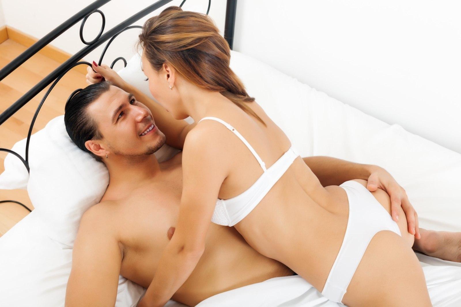 Трахает секс ролики в одном фильме худые онлайн