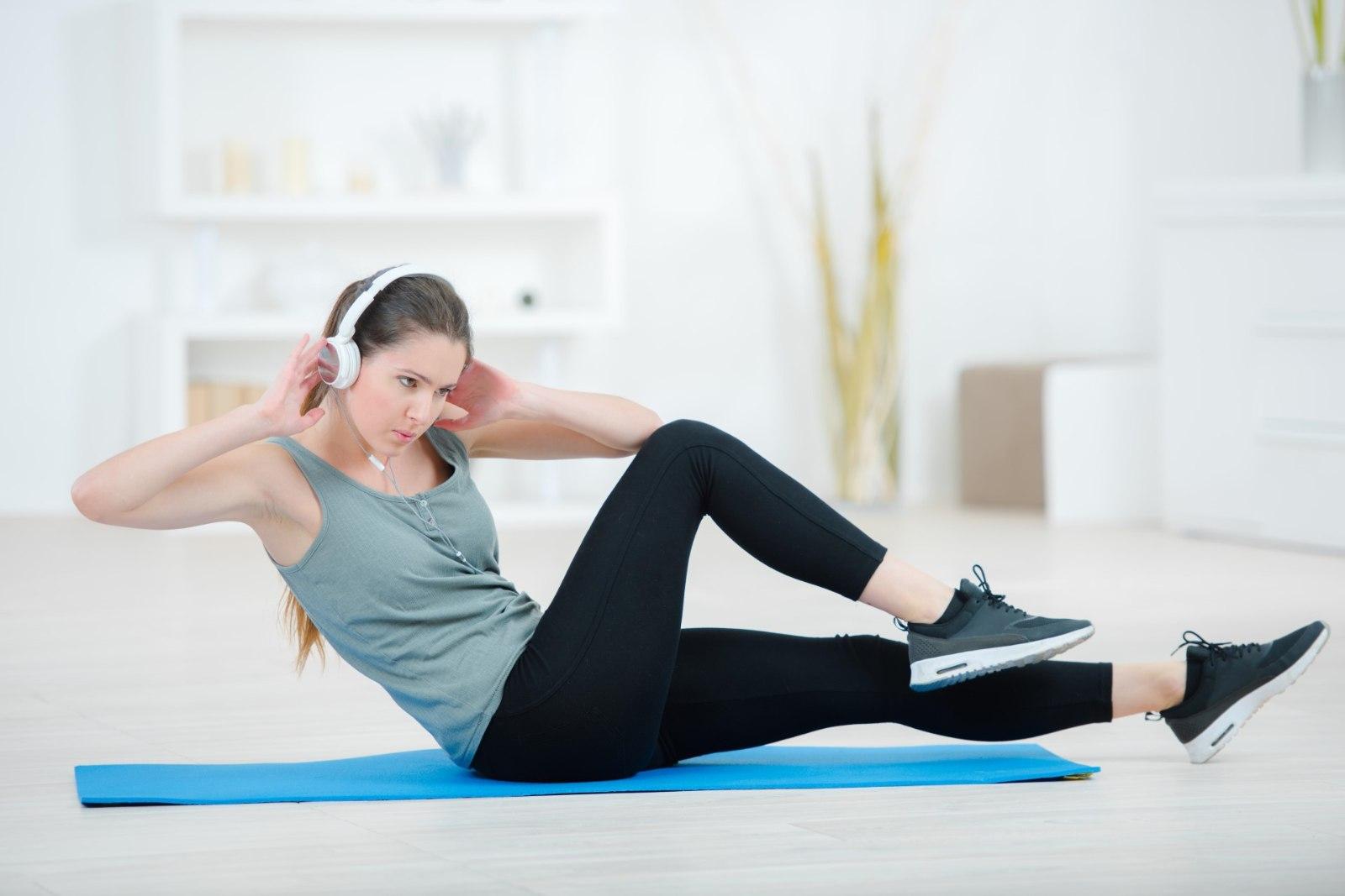 Упражнения для быстрого похудения ног в домашних
