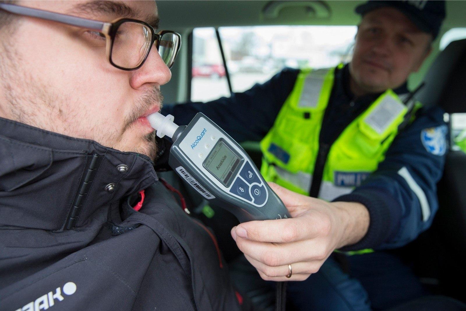 e2037808482 VIDEO | Ninanips politseile! Puhumisreidil tehti kogemata kainuskontroll  kõrvalistujale | Õhtuleht