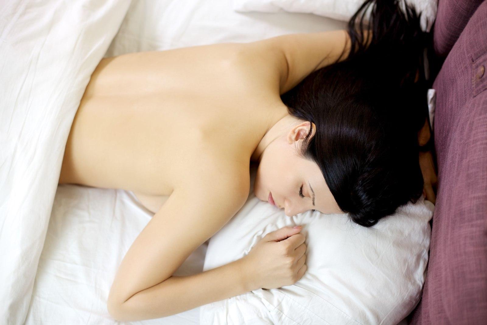 Секс видео красивая девушка спит