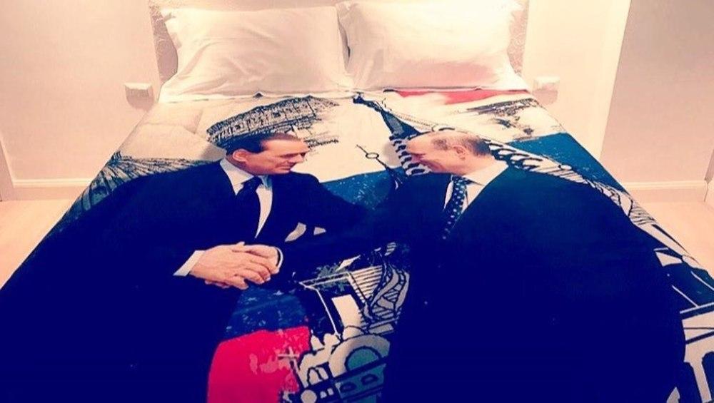 Картинки по запросу Итальянские СМИ показали фотографию подарка Берлускони Путину