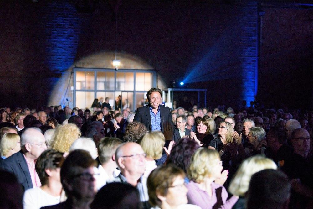 e4c02f85a83 GALERII | Monton esitles Saksamaal Läänemere Filharmooniaorkestri ja  Kristjan Järvi kontserdi raames oma kollektsiooni | Elu