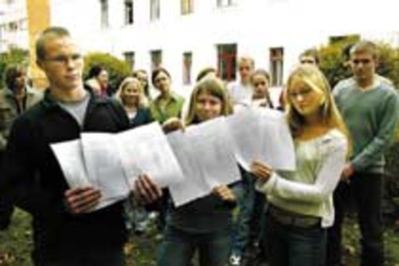 3a981aec27a Loksa gümnaasiumi õpilased: «Me ei taha oma koolile kommunisti nime ...