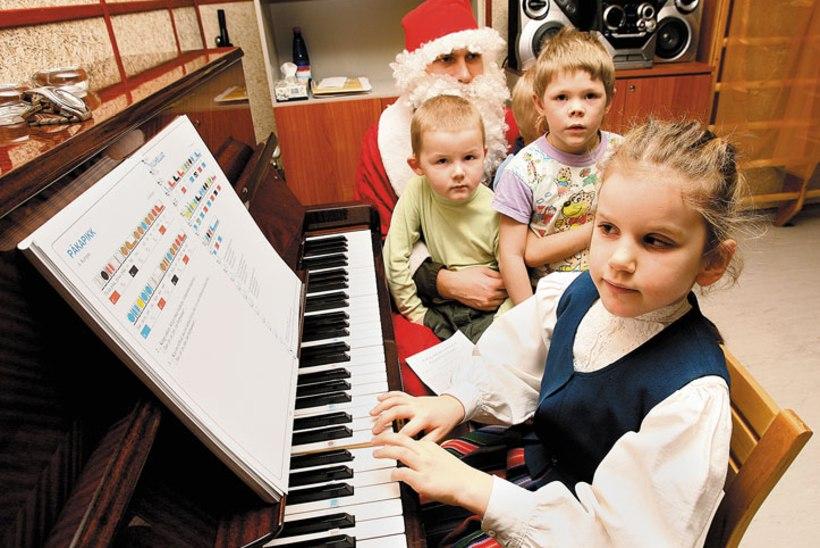 Pime Elisabeth laulab jõulupäikese särama