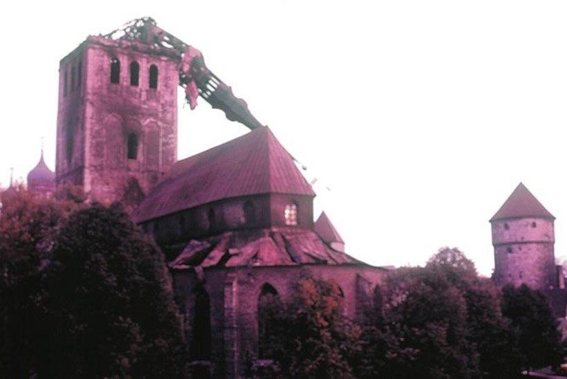 Salapärased põlengud: teatrid, Mõisaküla kirik ja põllumajandusmuuseum