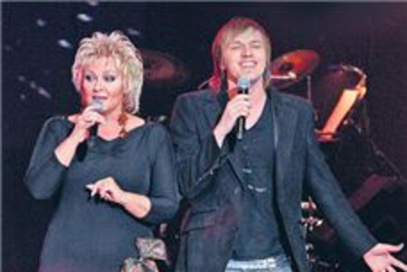 Rolf Junior ruttas Anne Veski kontserdile laulma otse haiglast