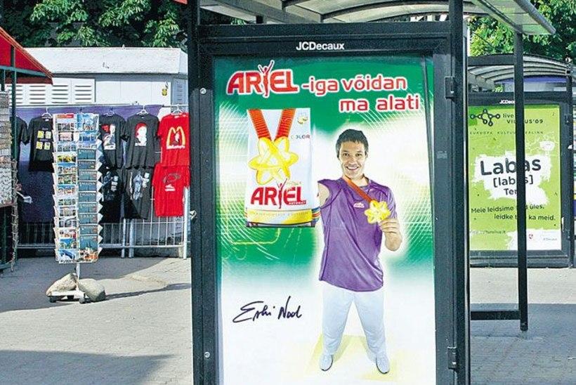 Riigikogulane Erki Nool reklaamib pesupulbrit