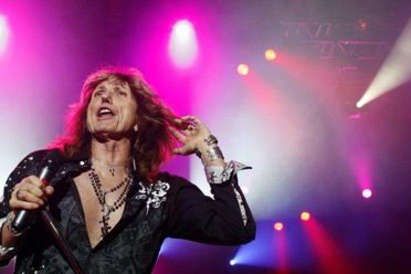 Whitesnake nõuab lava taha suurt peoruumi