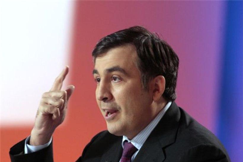 Saakašvili lajatas peaministrile ajalehega näkku