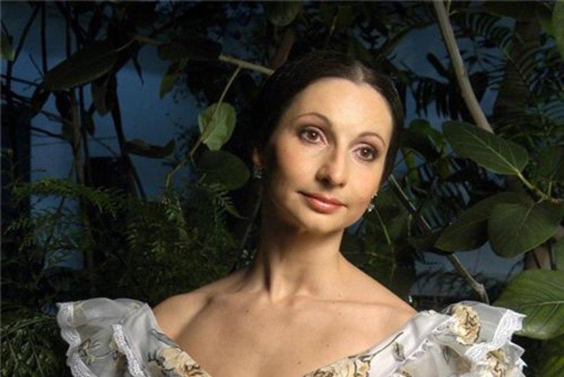 """Baleriin Marina Chirkova tähistab lavajuubelit """"Kameeliadaami"""" etendusega"""