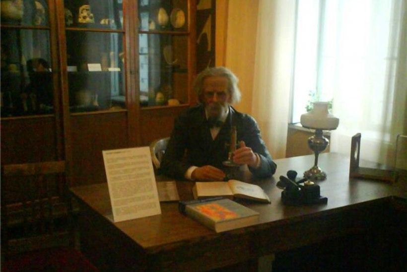 Tartus avatakse professor August Rauberi vahakuju