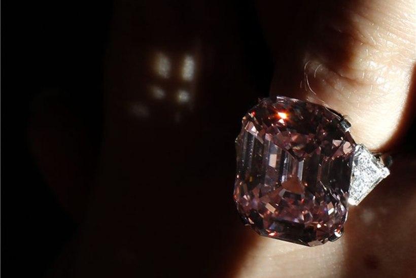 PILTUUDIS: see briljantsõrmus müüdi kümnete miljonite eest