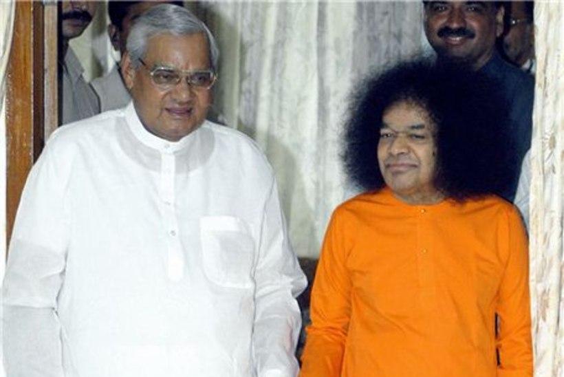 Maailmakuulus India guru Sai Baba on suremas