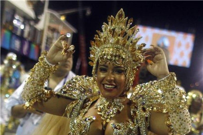 GALERII: vaata Rio karnevali lõõmavaid värve, lopsakaid vorme ja fantastilisi dekoratsioone!