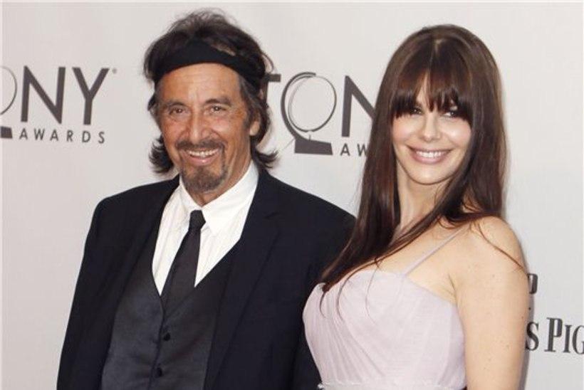 Pacino näitas noort kaunist pruuti - ja jaburat peapaela!