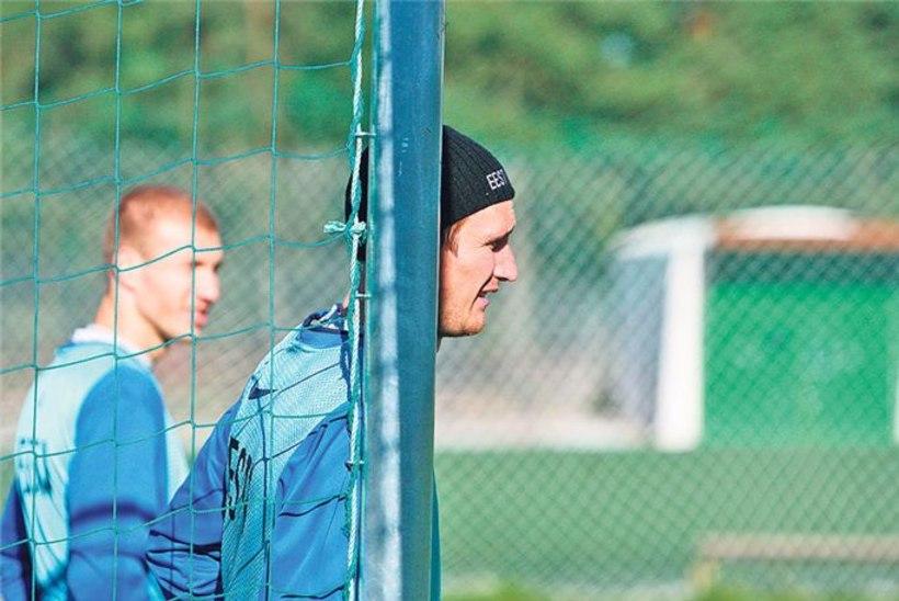 Raio Piiroja kaitseb jalgpallureid