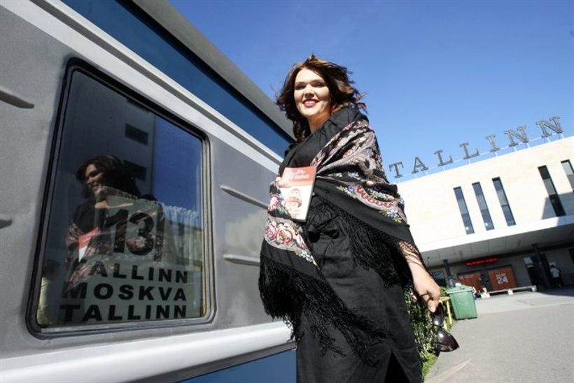 """PILTUUDIS: Viina ja hapukurki! Moskva rongis esitleti raamatut """"Minu Moskva"""""""