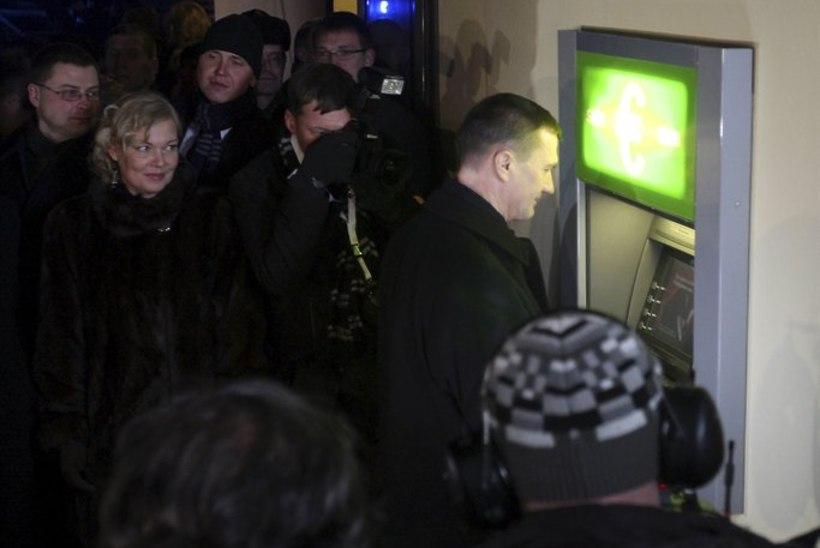 """Ansip pangaautomaatidest: """"Kindlasti ei saa riik survestada ühte panka!"""""""